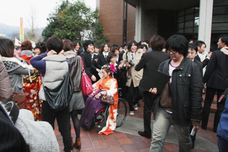 Фото под юбкой выпускниц 1 фотография