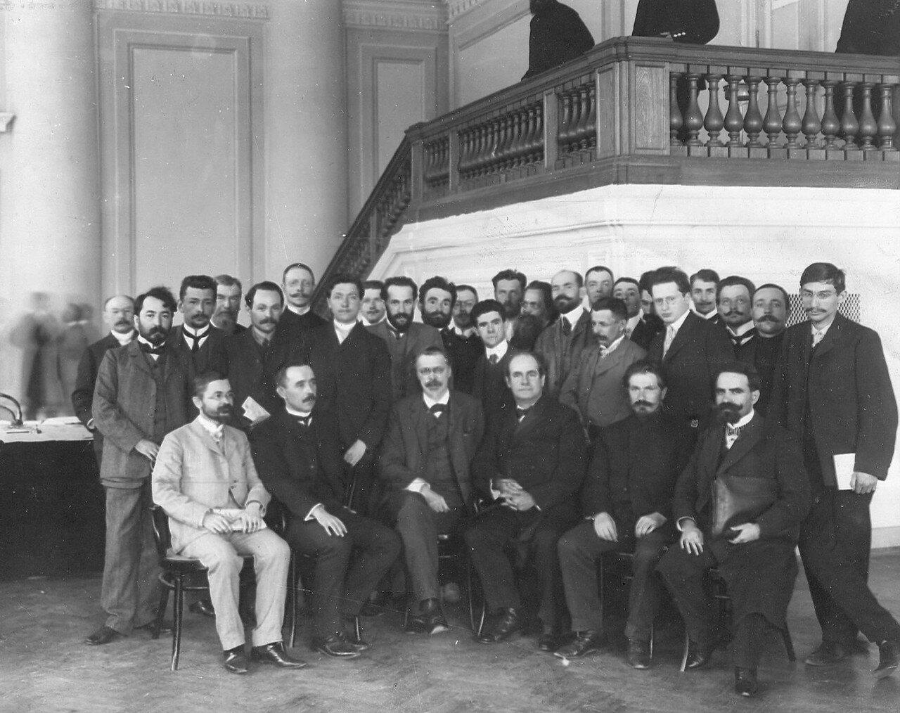 27 апреля 1906. Группа выборщиков в Первую Государственную думу в скаковом павильоне Московской части