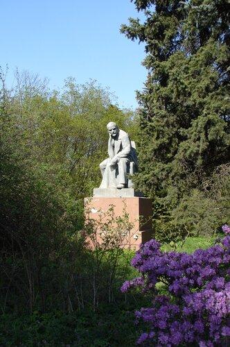 Ленин весной