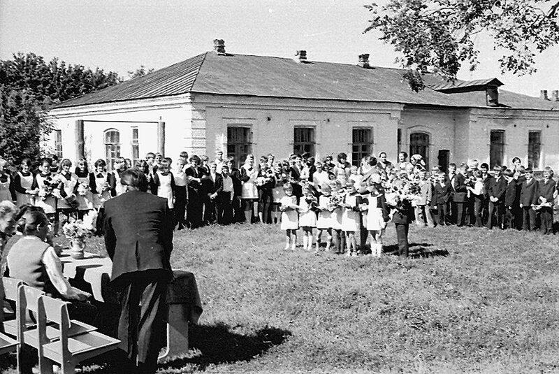 Трескино, школа, 1 сентября 1975г.