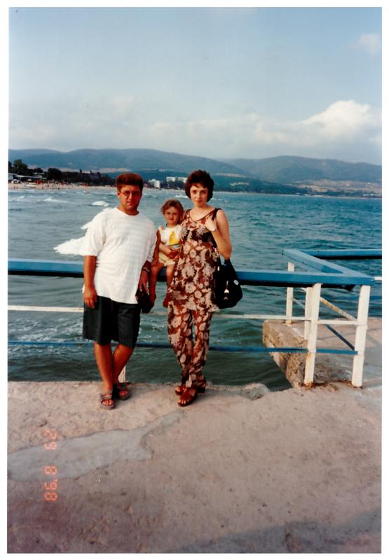 Антон, Ольга и Женя Болгария 1998 1.png