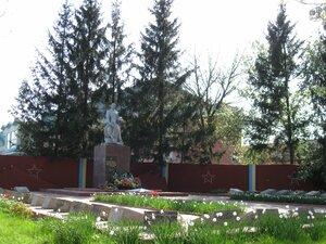 Мемориал погибшим воинам Советской Армии, похороненных в братской могиле 1941-145 г.г.