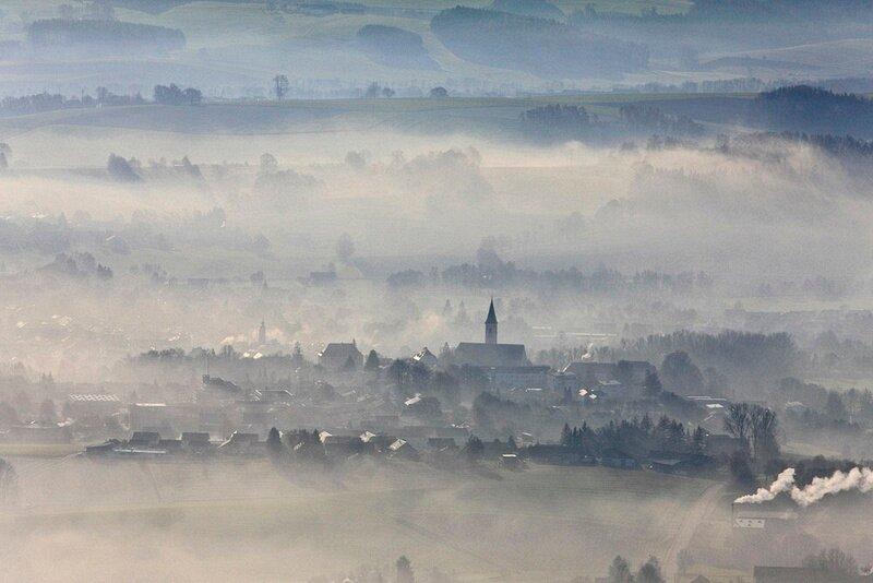 Dorfen im Nebeldunst