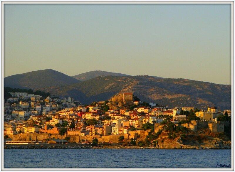 Кавала с моря - город и крепость (3).jpg