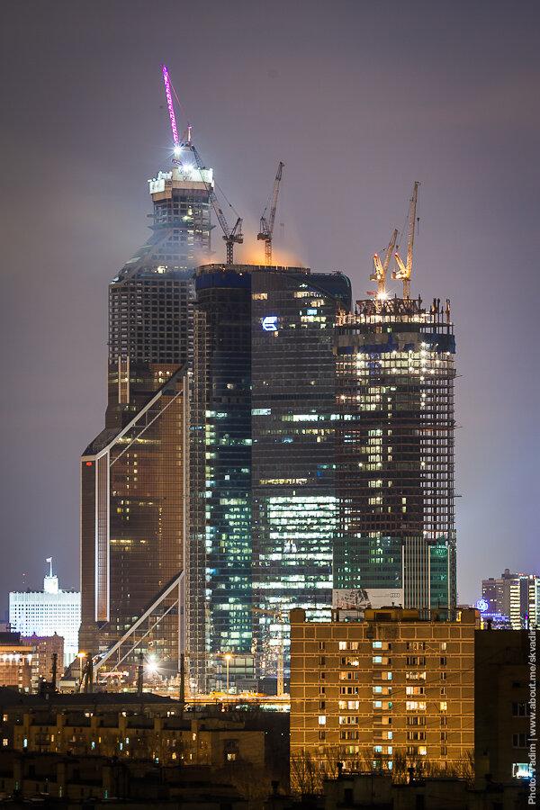 "Пожар на крыше здания бизнес-центра ""Москва-Сити"" / Fire on roof of business center ""Moscow City"""