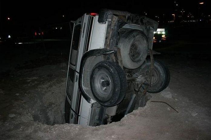 0 70289 3bdb51da orig 60 самых нелепых автомобильных происшествий