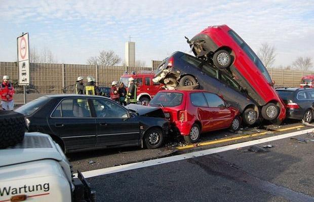 0 70292 1edd9c9f orig 60 самых нелепых автомобильных происшествий