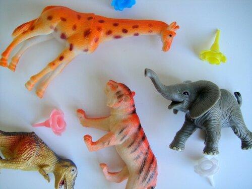 Декоративные подсвечники из пластиковых игрушек
