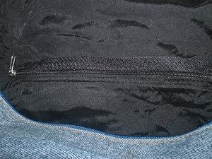 Внутренний карман на молнии.