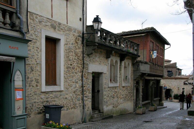 Улицы и дома внутри крепости Каркасон