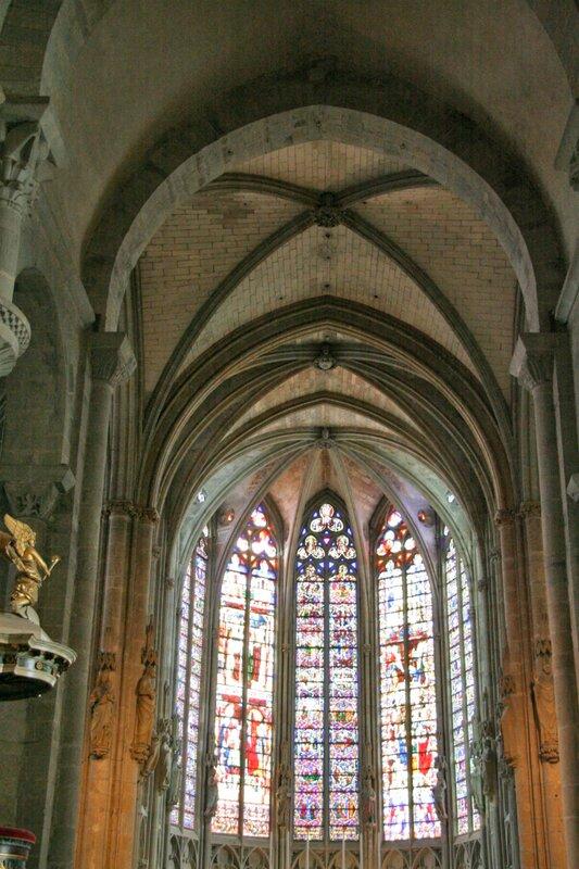 Интерьер базилики Святых Назария и Цельсия в Каркасоне