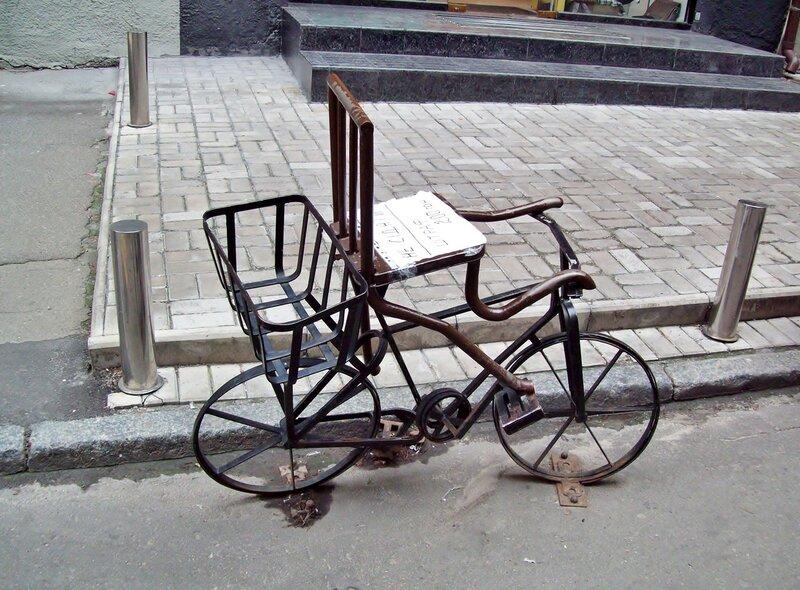Пам'ятник велосипеду в Пасажі