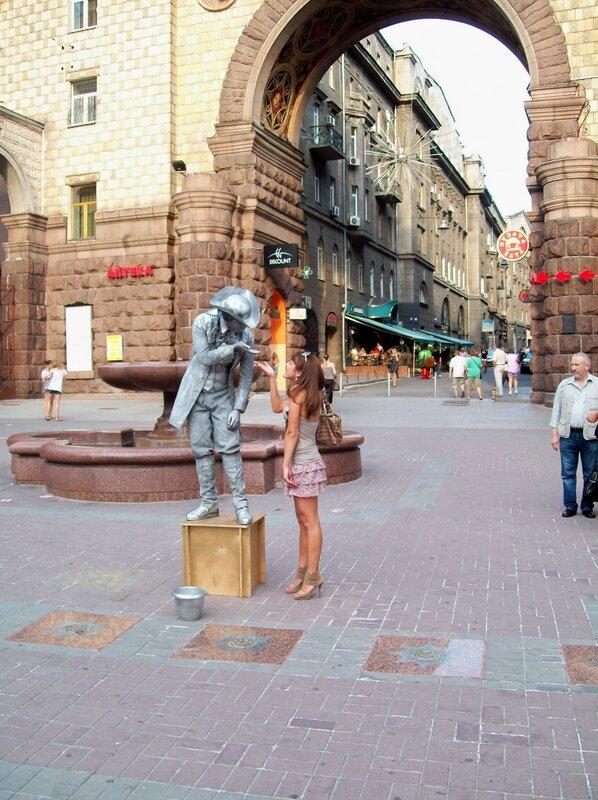 живий пам'ятник на Хрещатику