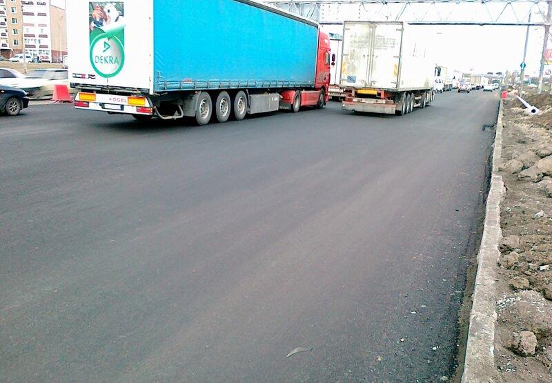 Новое дорожное покрытие на проспекте Бажана
