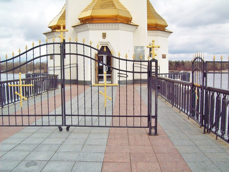 Мост к храму Святителя Чудотворца Николая на водах