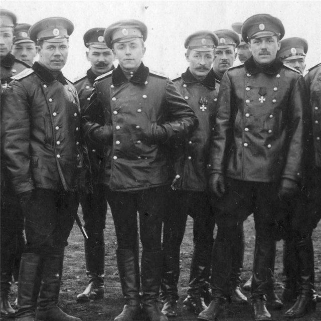 Иван Лойко с товарищами по 7-му авиационному дивизиону. Одесса 1915 год..jpg