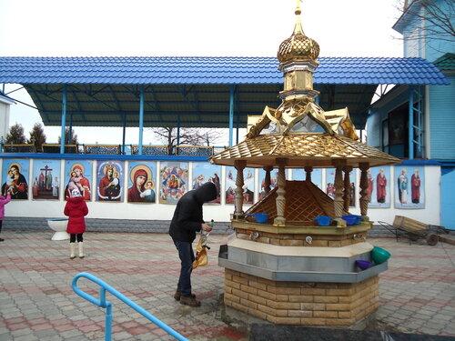 Украина. Источник Святой Анны. Краны с водой из источника