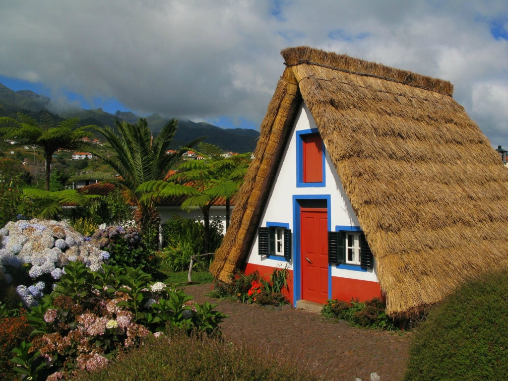 Palheyros traditional portuguese home what a wonderful for Photos of traditional houses