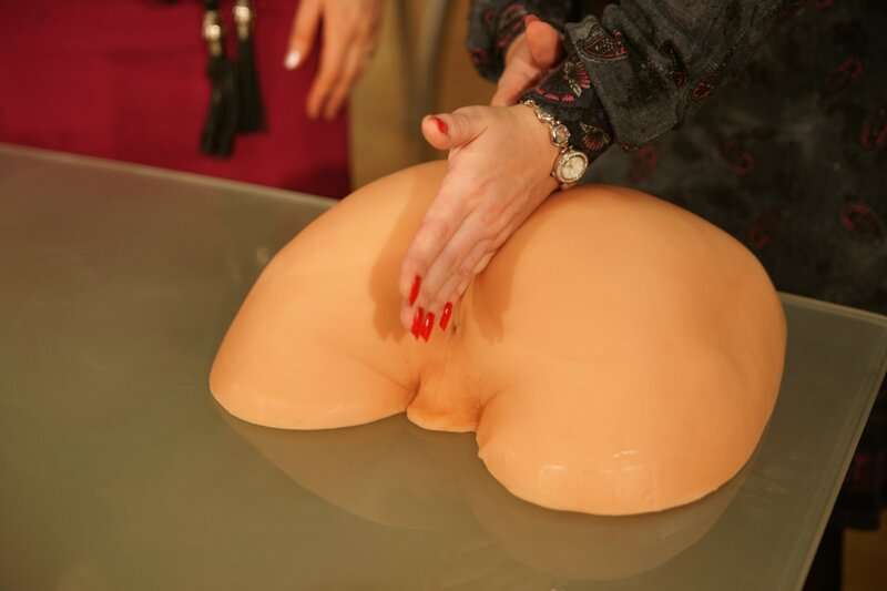 Фистинг (от англ. fist - кулак) - это сексуальная практика, которая подразу