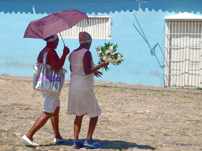 Кубинские мамы спешат на праздник