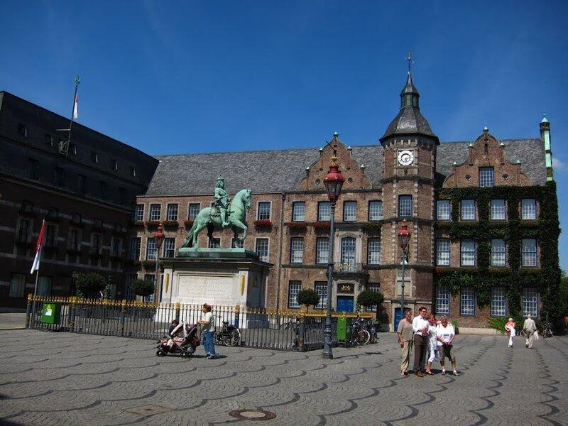 Германия,Дюссельдорф,Северный Рейн-Вестфалия,шопинг,пиво,достопримечательности