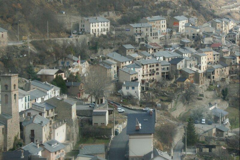 Французский городок в Восточных Пиренеях