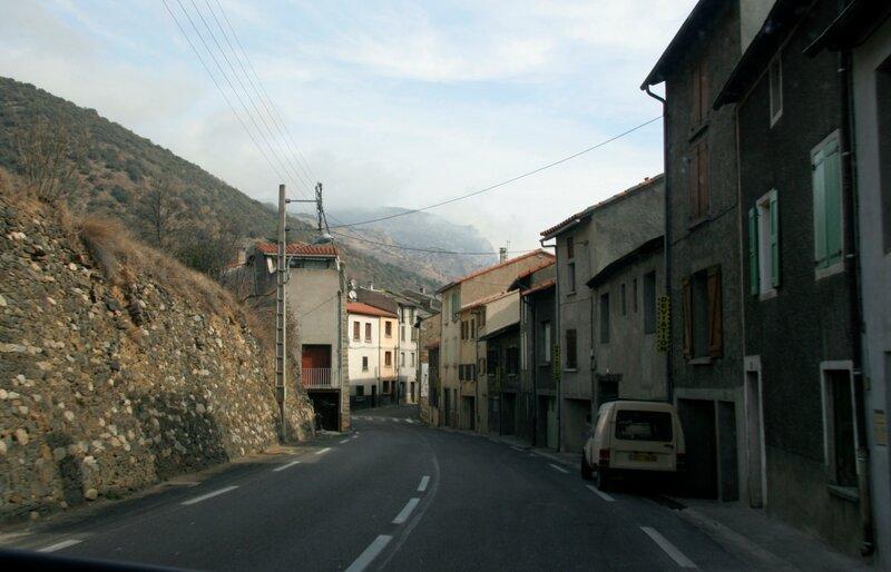 Проезжая через городок в Восточных Пиренеях