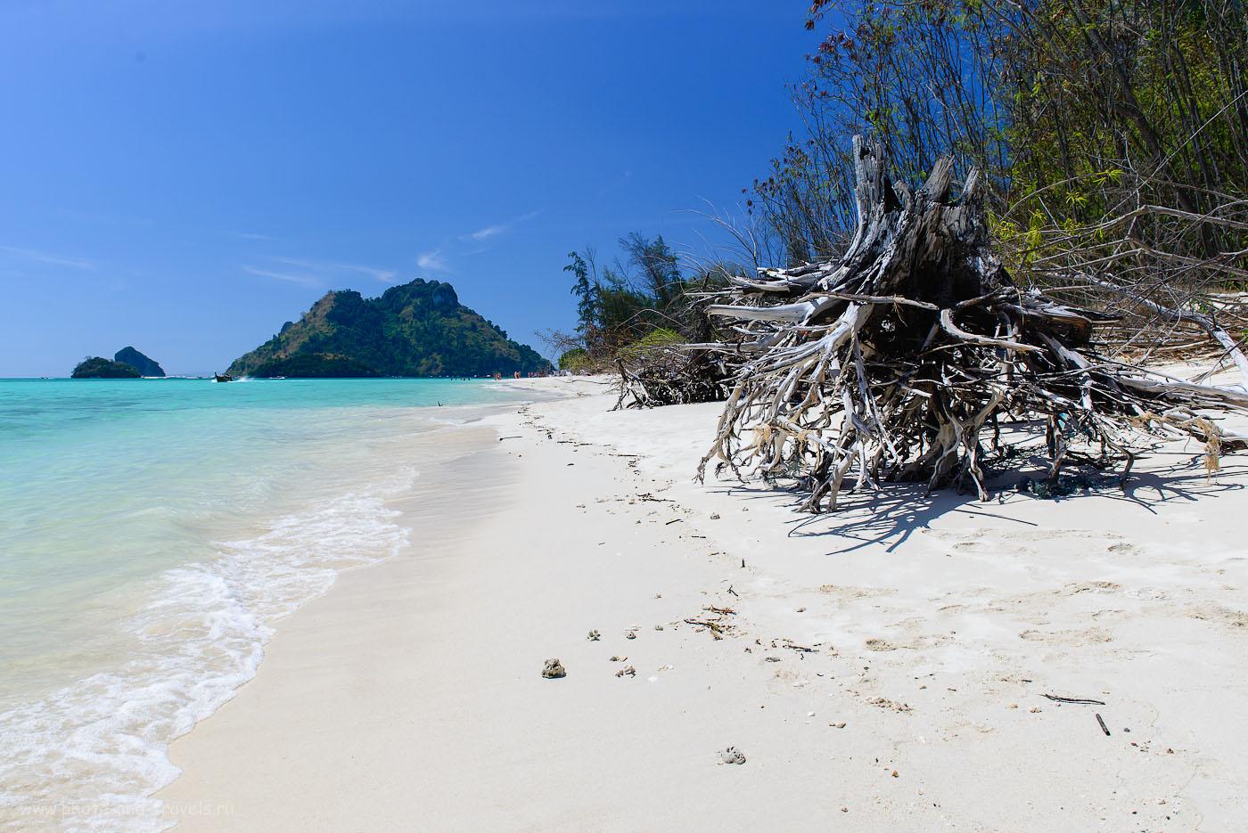 Фотография 12. На дальнем плане мы видим Chicken Island - один из четырех островов, куда привозят на экскурсию туристов с Пхукета. Отзывы об отдыхе в Таиланде самостоятельно (200, 24, 9.0, 1/500)