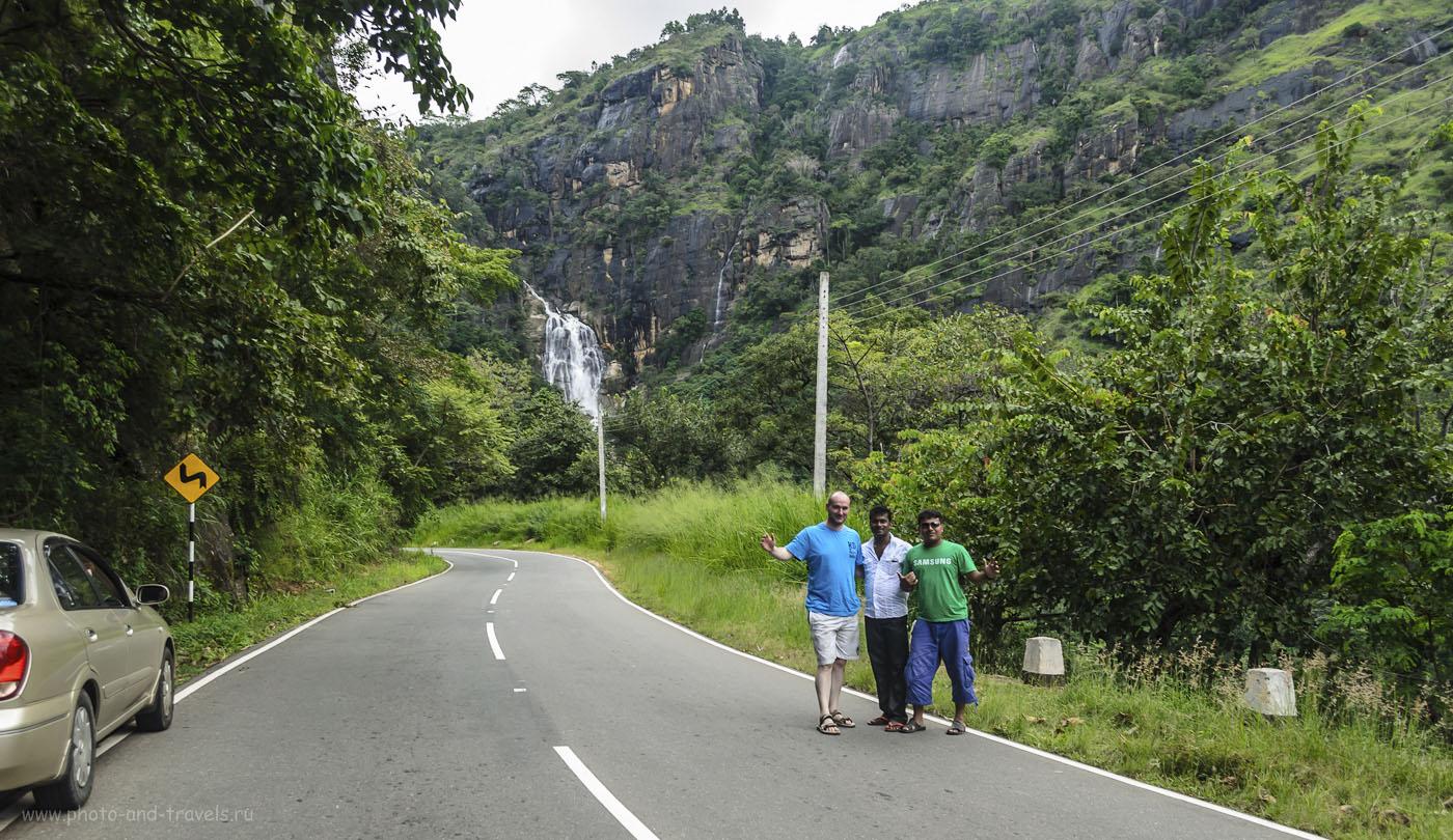 28. Фото. Отзывы о туре по Шри-Ланке. Здесь живут очень доброжелательные люди! На заднем плане - водопад Rawana Falls. Снято на коротком фокусном расстоянии, поэтому фотография не передает всего масштаба этого чуда природы. (200, 18, 6.3, 1/160)