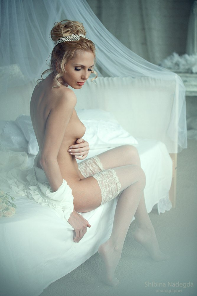 Erotic nude brides — photo 4