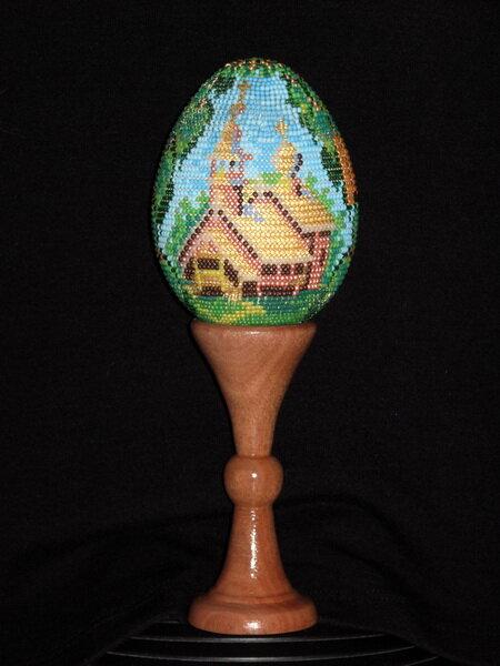 После бисерных яйц, цветов и деревьев меня потянуло на мелкие поделки - брелки, подвески для мобильного телефона...