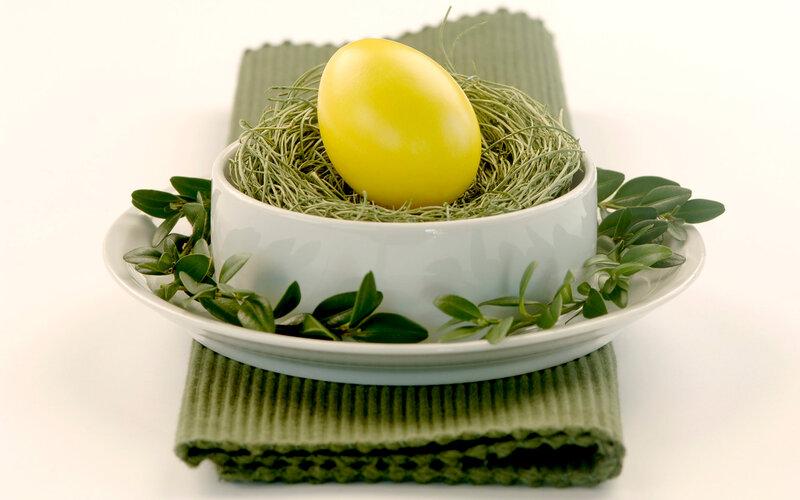 Крашенные яйца, куринные и перепелинные яйца.  Все для того, чтобы хорошо встретить пасху.  Rapidshare.