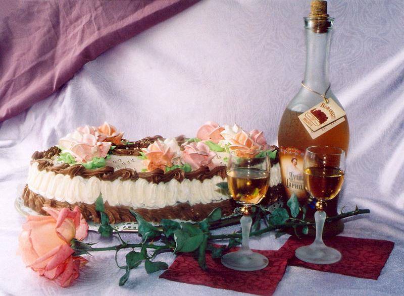 Картинка торт шампанское день рождения