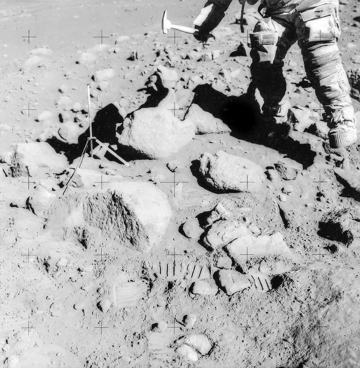 К тому моменту, когда работа у кратера Св. Георга была завершена, Скотт и Ирвин уже находились там 50 минут