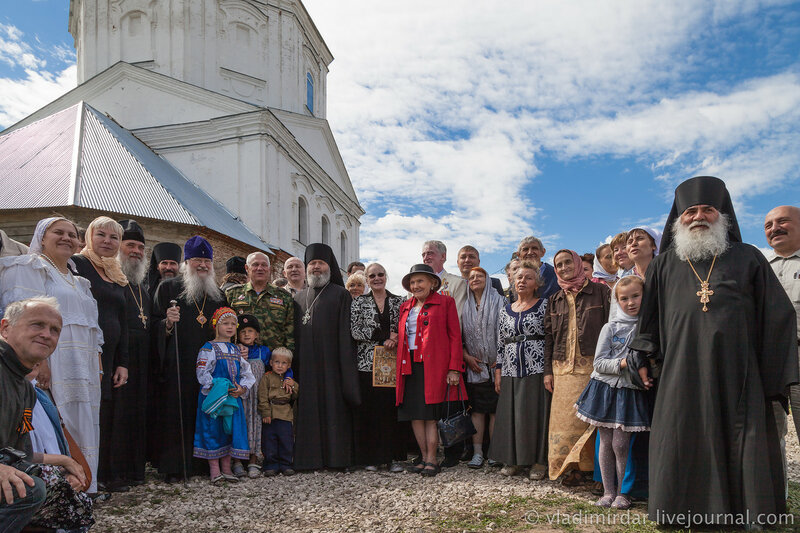 Фото на память с митрополитом Владимирским и Суздальским Евлогием