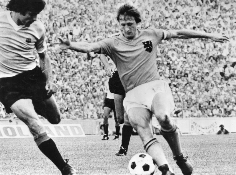 Johan_Cruyff_in_action_02.jpg