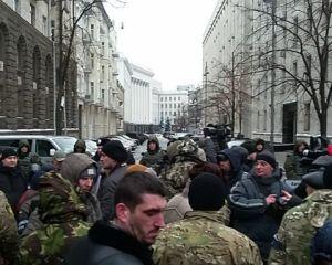 Участники Иловайских боев пришли к президенту с требованиями