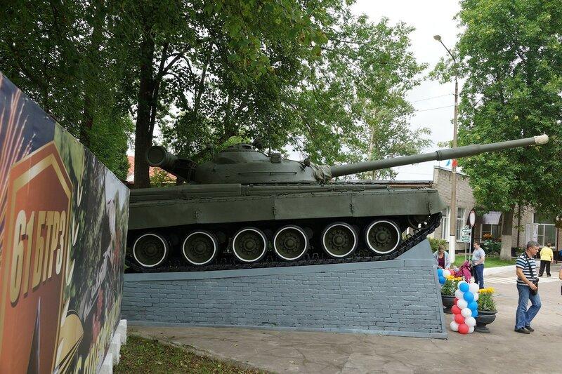 Памятник Т-80