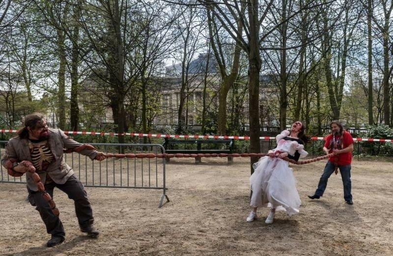 Окровавленные зомби в Брюсселе на фестивале фантастики 0 160792 55a9d041 XL