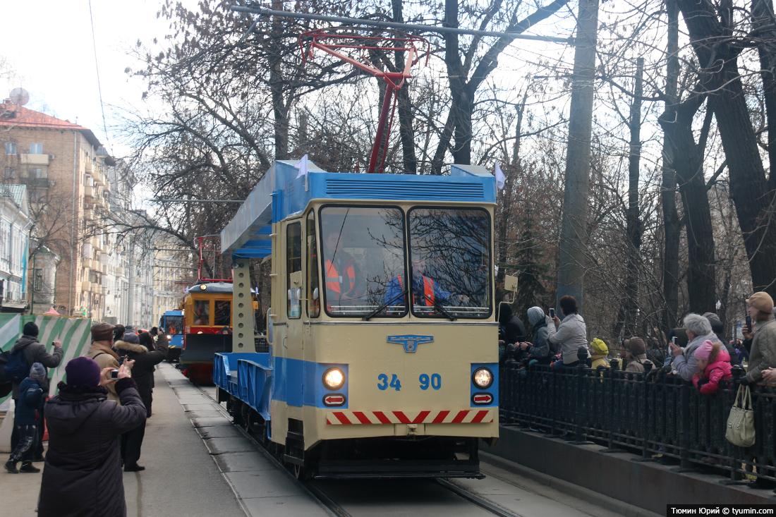 Журналист и путешественник Юрий Тюмин поделился с экологами репортажем о параде трамваев в Москве  - фото 12