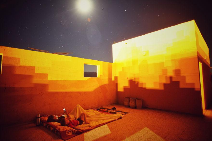 26. Отдых на крыше отеля в Марокко