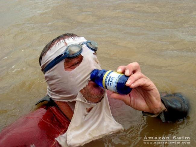 © amazonswim  Мартин— первый человек наЗемле, который преодолел вплавь Амазонку— реку длино