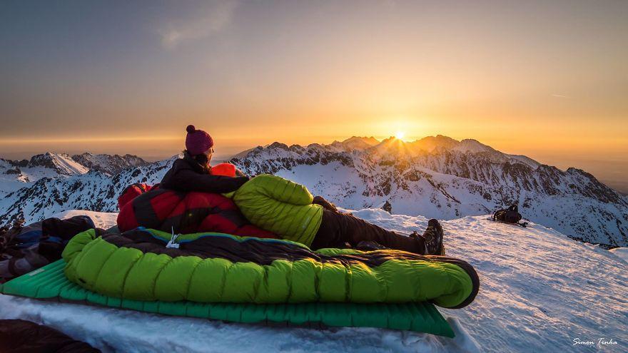 Парня в горы тяни: словацкой паре надоела скучная романтика, и теперь они устраивают свидания высоко в горах