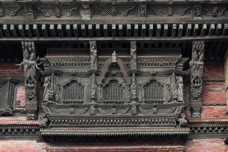 Резной балкон башни Басантапур