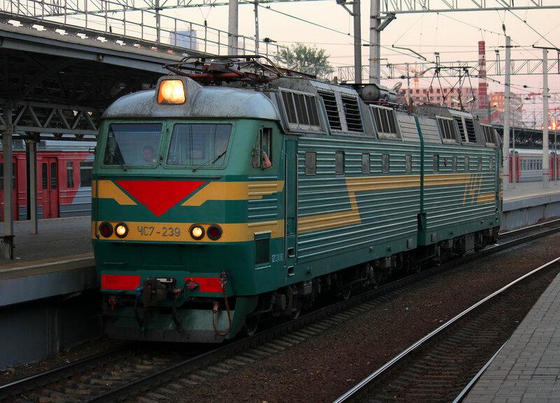 ЧС7-239 на Белорусском вокзале Москвы