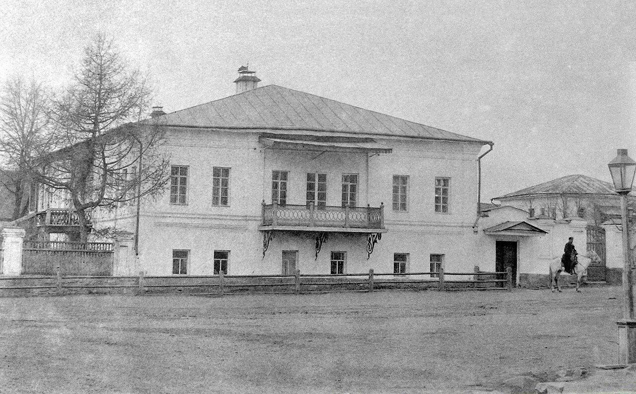 Первый каменный дом