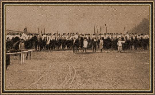 Эскадрон казаков, присланный из Москвы для усмирения забастовщиков. 1906 г.
