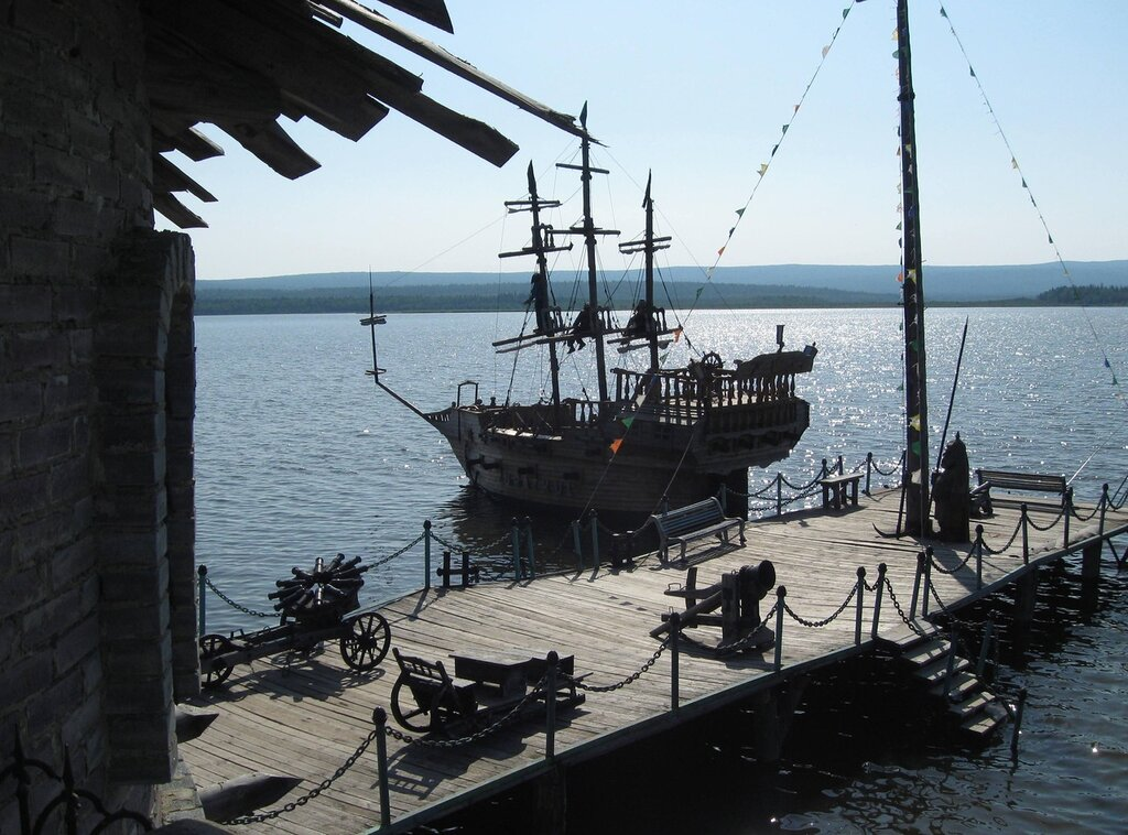 Каравелла и пираты на реях