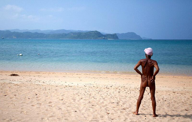 Японец-нудист собирается встретить смерть в одиночестве на острове
