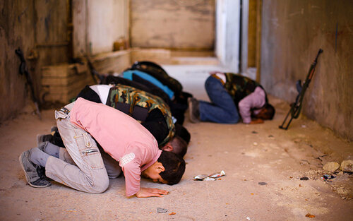 Rebels of the Free Syrian Army take time to pray